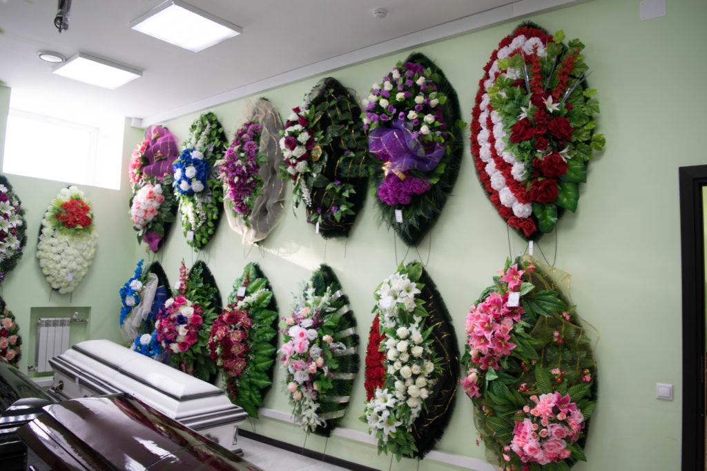 Как подписать венок на похороны?