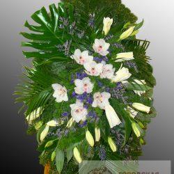 Фото 7 - Элитный ритуальный венок из живых цветов №13.