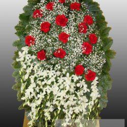 Фото 2 - Элитный ритуальный венок из живых цветов №14.
