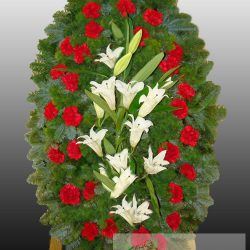 Фото 2 - Элитный ритуальный венок из живых цветов №18.