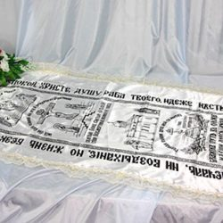 Фото 2 - Похоронное покрывало атлас церковное (накат) с золотым кружевом ПР-020.