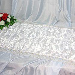 Фото 10 - Похоронное покрывало атлас гофре белое с золотым кружевом ПР-017.