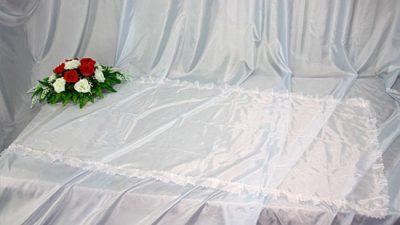 Фото 1 - Похоронное покрывало шелк белое с белым рюшем ПР-002.
